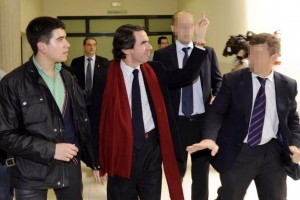 Aznar salutes the students of Oviedo